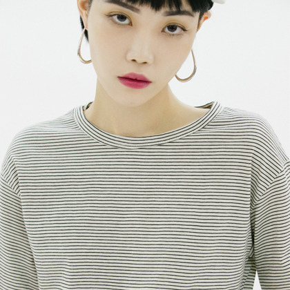 Hairline Stripe Extended Sleeve Top