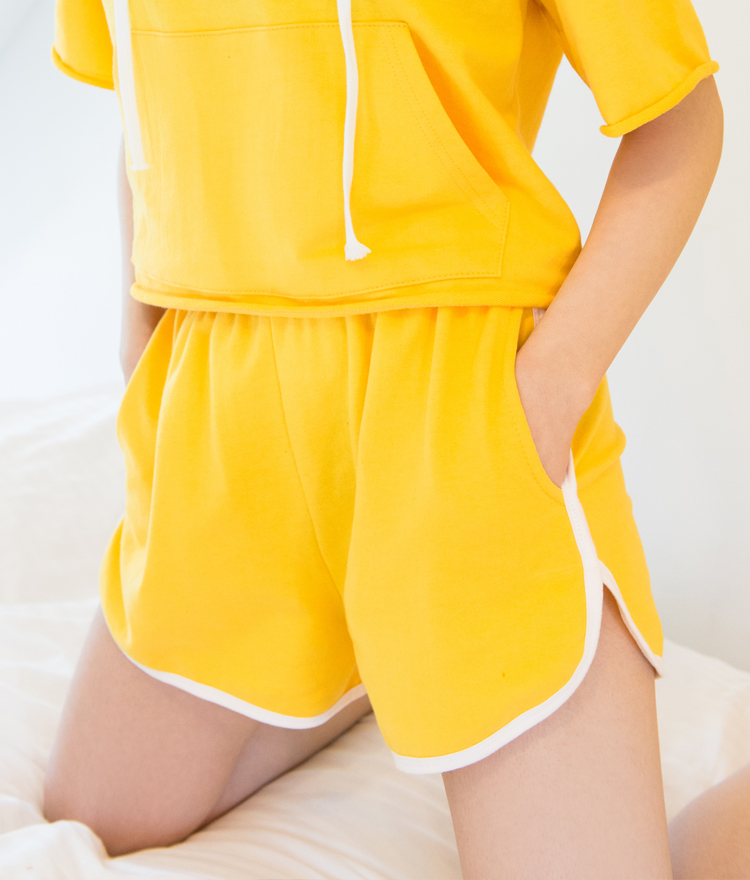 Contrast Piping Dolphin Hem Shorts